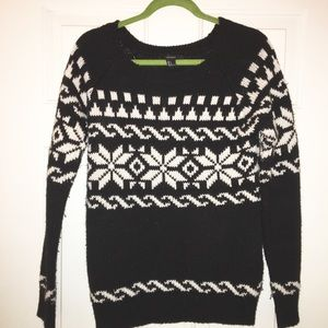Forever21 black and white sweater sz small